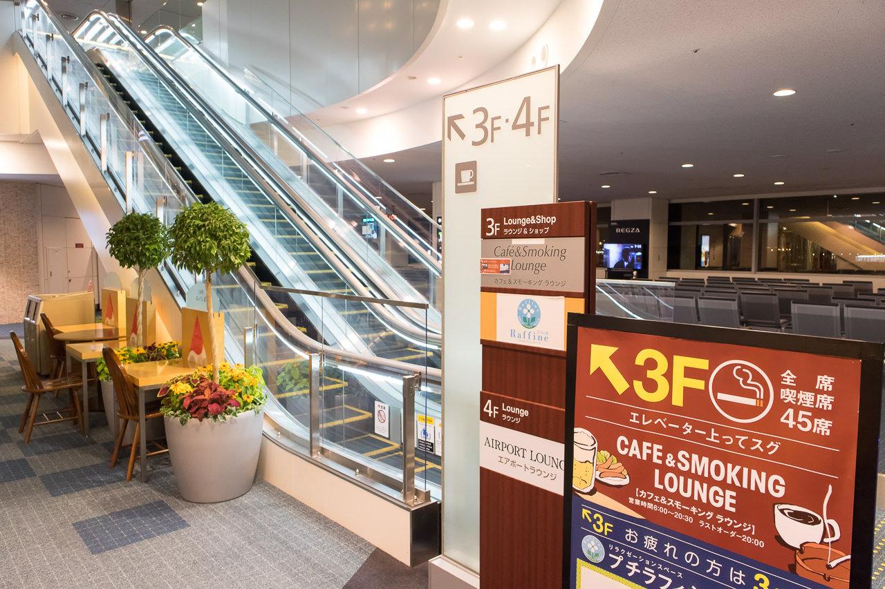 羽田空港国内線第2ターミナル北ピアのエスカレーター
