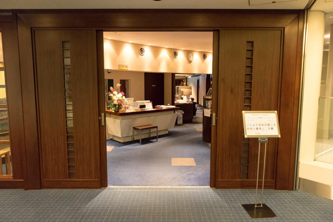 羽田空港国内線第2ターミナルのラウンジ入口