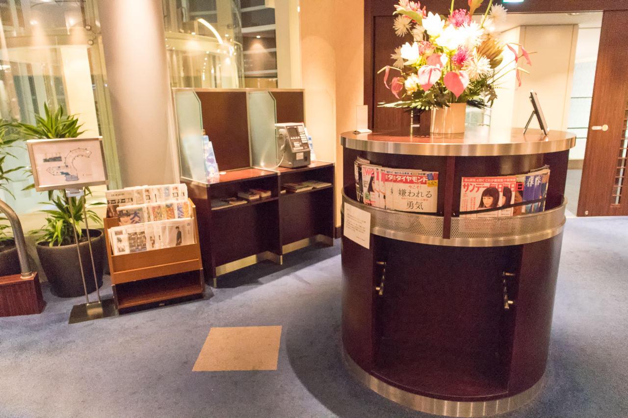 羽田空港国内線第2のラウンジにある新聞・雑誌