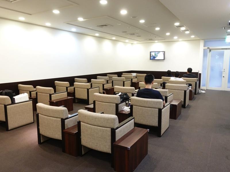 長崎空港のビジネスラウンジアザレア 座席の様子