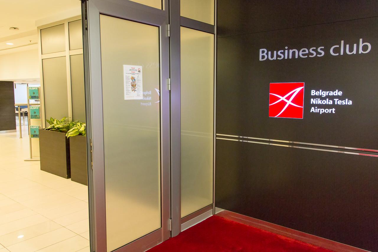 セルビア_ベオグラード_ニコラ・テスラ空港_ラウンジ入口