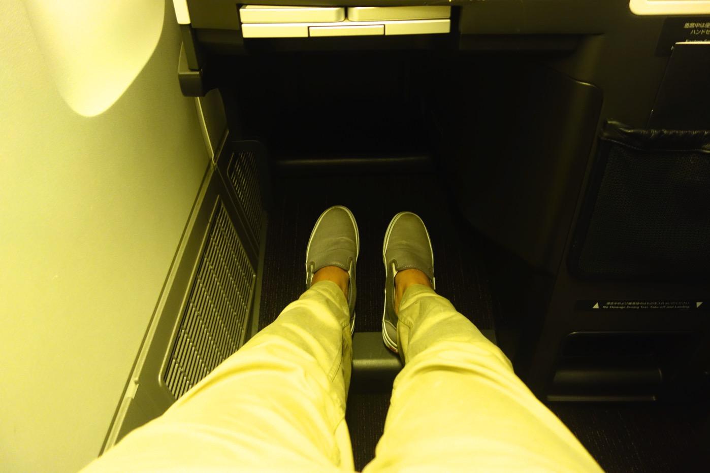 JAL ビジネスクラス シートピッチ