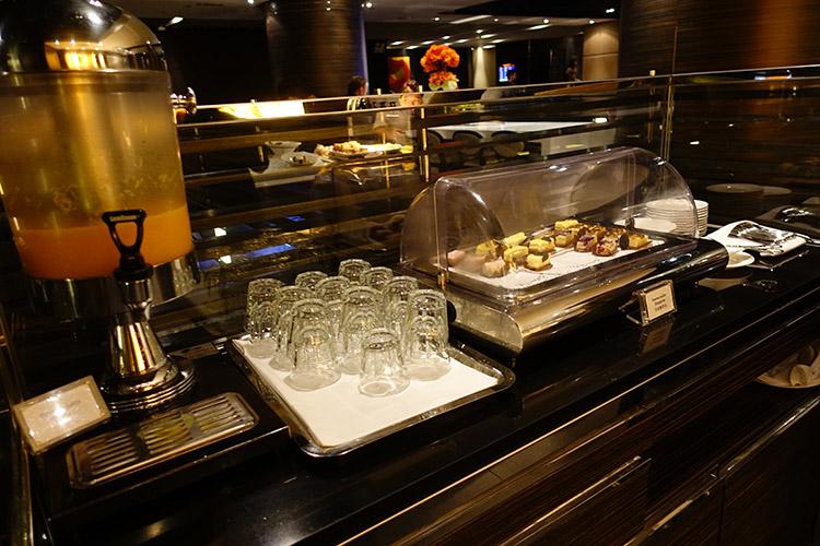 香港国際空港PLAZA PREMIUM LOUNGE食事2