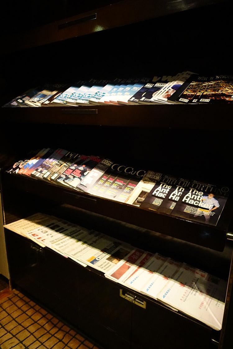 香港国際空港PLAZA PREMIUM LOUNGE雑誌新聞