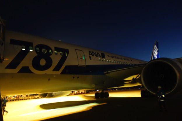 ANA 全日空(NH807便)ビジネスクラス搭乗記 成田-バンコク 787-8 (フルフラットシート+スタッガードシート)