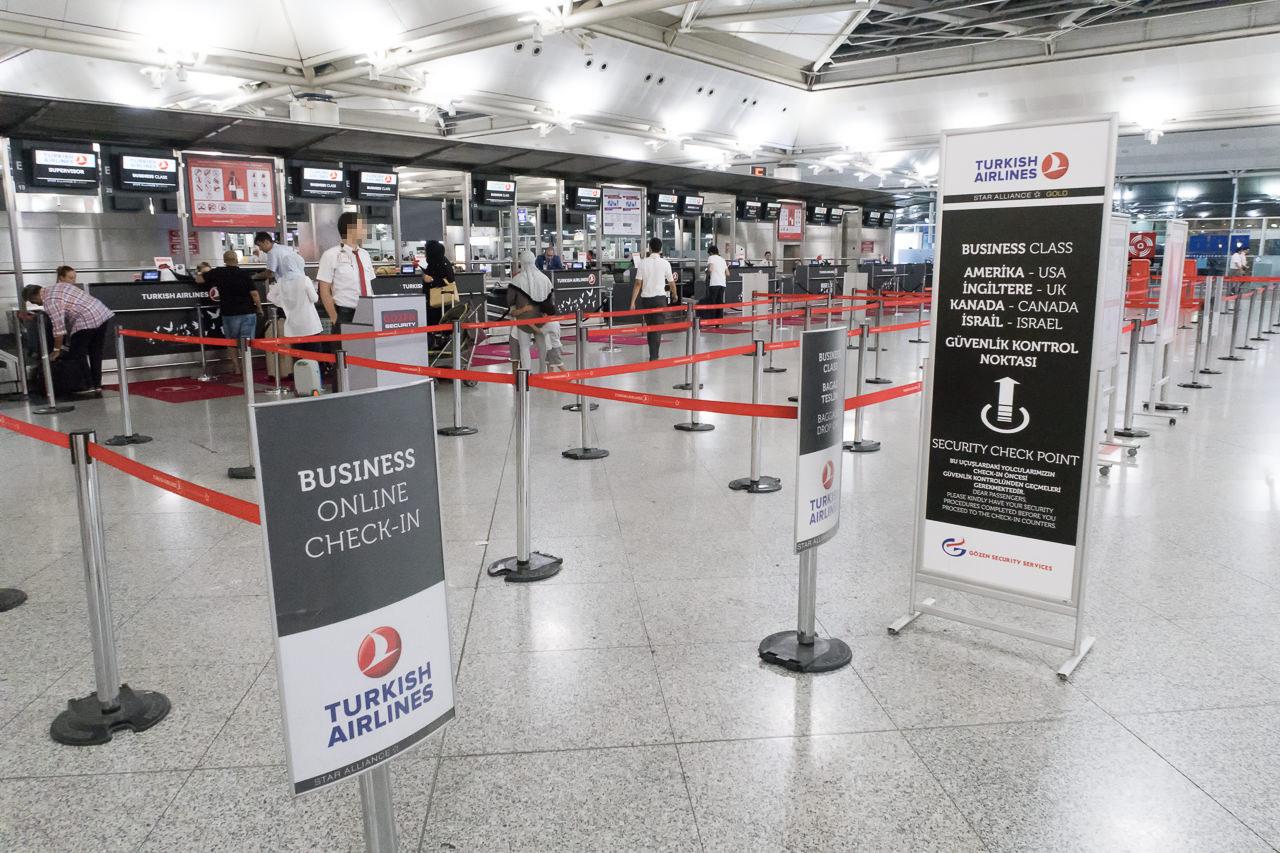 トルコ・アタテュルク国際空港ビジネスクラスチェックインカウンター