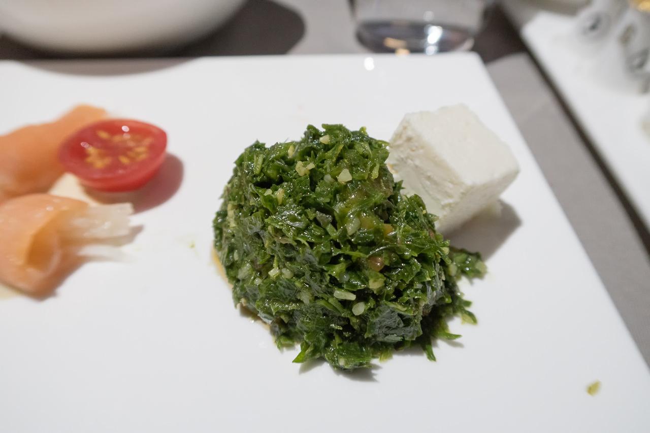 ターキッシュエアラインズ_前菜_タブーラ(パセリのサラダ)の白チーズ添え