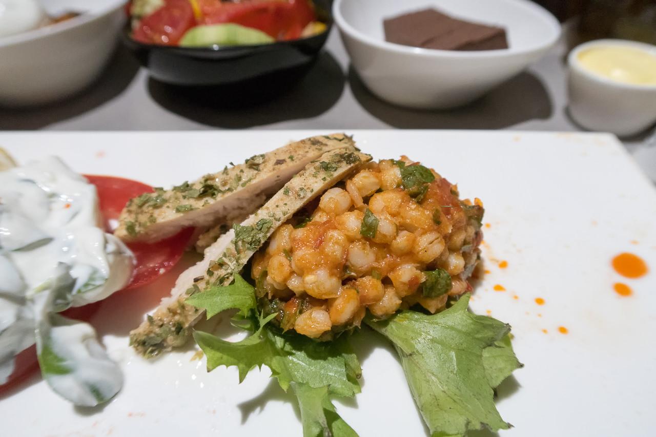 ターキッシュエアラインズ_セカンドサービス_小麦のサラダと鶏肉のロースト